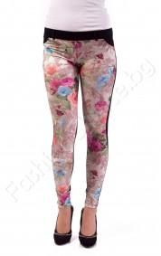 Ефектен дамски клин панталон с флорални мотиви