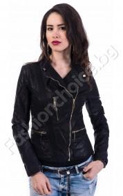 Модерно дамско яке с асиметрично закопчаване от еко кожа