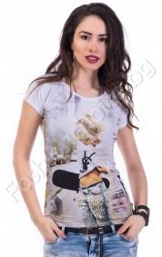Модерна дамска блуза декорирана с красиви перли и камъни
