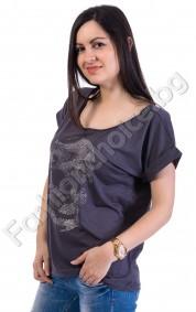 Ефектна дамска блузка в сиво с щампа череп