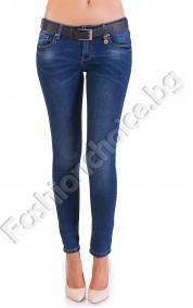 Тъмносини джинси от качествен деним с черен колан