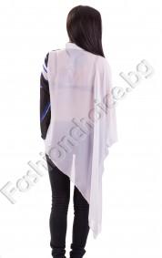 Екстравагантна дамска риза в бяло с щампа на жена