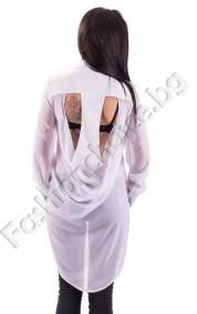 Прелестен модел дамска риза в бяло с ефектно изрязан гръб