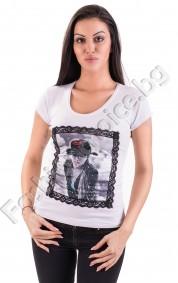 Дамска блузка с къс ръкав в 2 цвята и щампа на жена с шапка