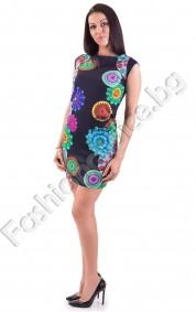 Права дамска рокля в класическа бизнес линия