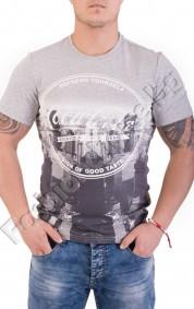 Ефектна мъжка тениска с щампа в градски стил и надписи