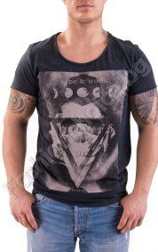 Мъжка тениска в черно с оригинална щампа и надпис