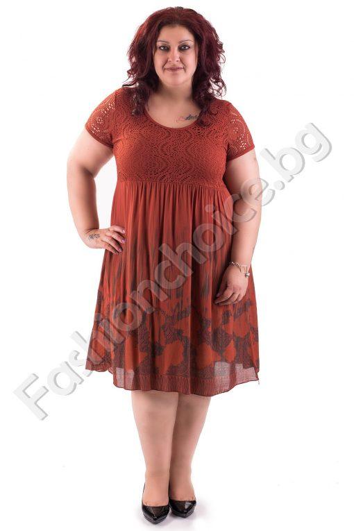 Лятна рокля в шест цветни десена на цветя в макси размер