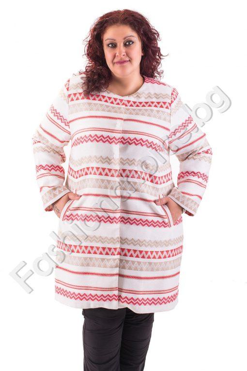 Дълъг модел макси палто с ефектни червени линии в бяло