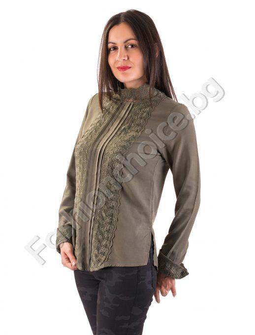 Изящен модел дамска риза с дантелена яка тип поло