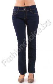 Удобни дамски дънки в тъмно син цвят леко подплатени