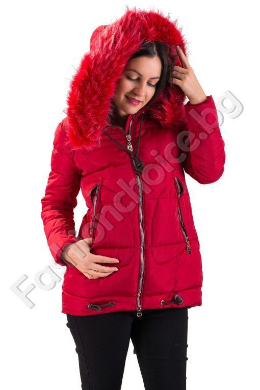Топло дамско яке с качулка от еко косъм в червен цвят