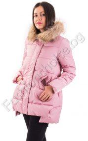 Зимно дамско яке с качулка-енот в бонбонен цвят
