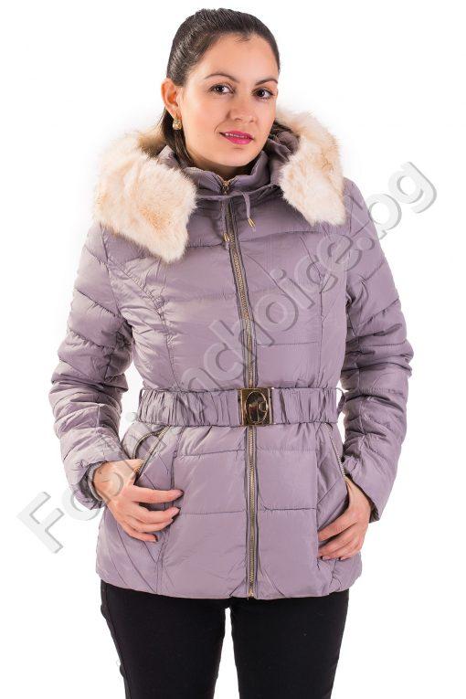 Топло дамско зимно яке с разкошна качулка от еко косъм и коланче