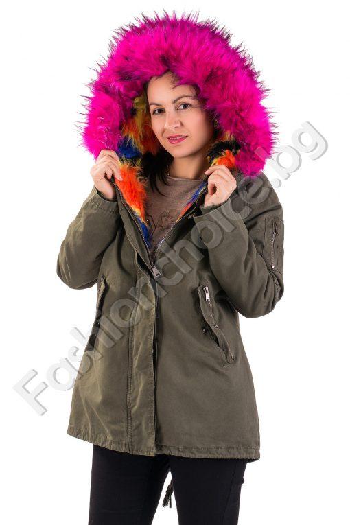 Модерно дамско зимно яке с ексцентрична качулка от еко косъм