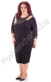 Шикозна макси рокля с голо рамо и релефни мотиви в черен цвят