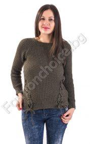 Комфортен дамски пуловер с обло деколте и плитки