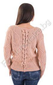 Топъл и мек дамски пуловер с интересна плетеница