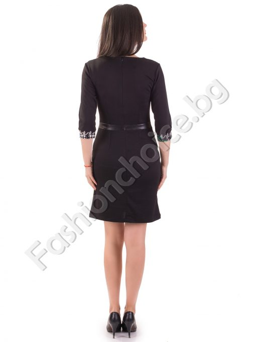 Стилна дамска рокля в черен цвят с интересна предна част
