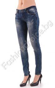Пролетен модел дамски дънки в тъмно син деним