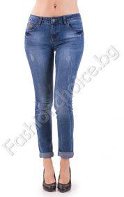Класически дамски дънки в син деним със 7/8 дължина