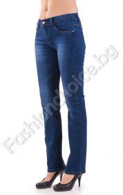 Изчистен прав модел дамски дънки в син деним