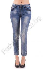 Кокетни дамски дънки в светъл деним с джобчета