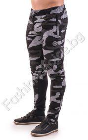 Мъжко спортно долнище с джобчета в камуфлажен десен