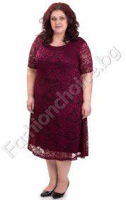 Прелестна макси рокля от дантела в цвят бордо