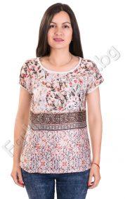 Дамска блуза с къс ръкав и цветчета в бяло