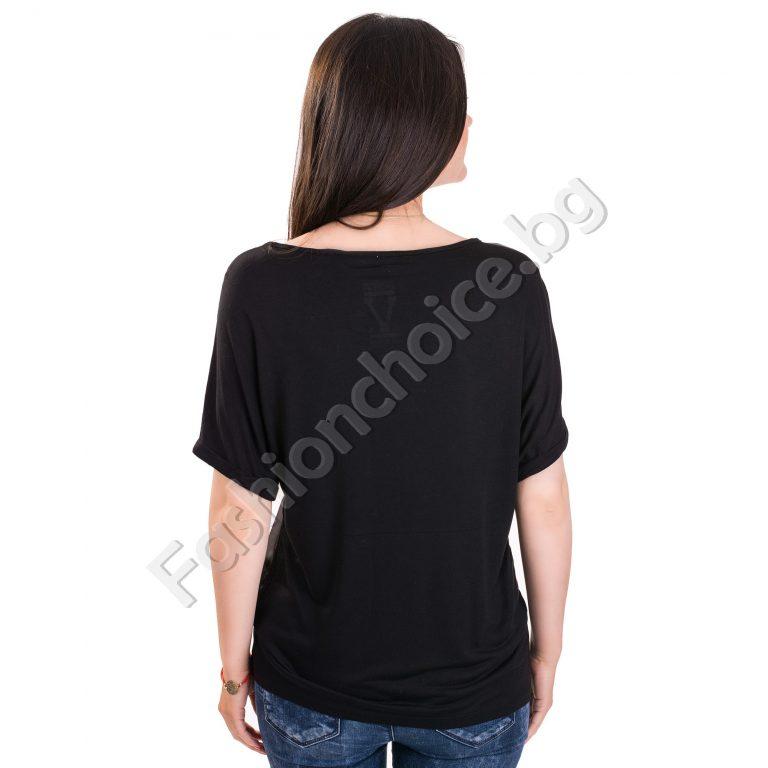 Модерна дамска блуза с надпис в черен цвят