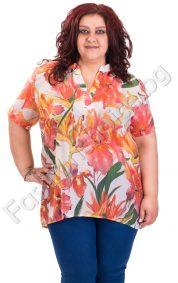 Свежа дамска блуза с якичка във флорален десен /големи размери/