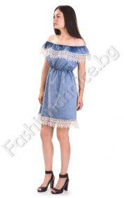 Сладка дънкова дамска рокля с дантела и голи рамене