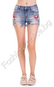 Модерни дамски къси панталонки с бродерия