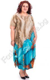 Прекрасна рокля в големи размери с красиво цвете