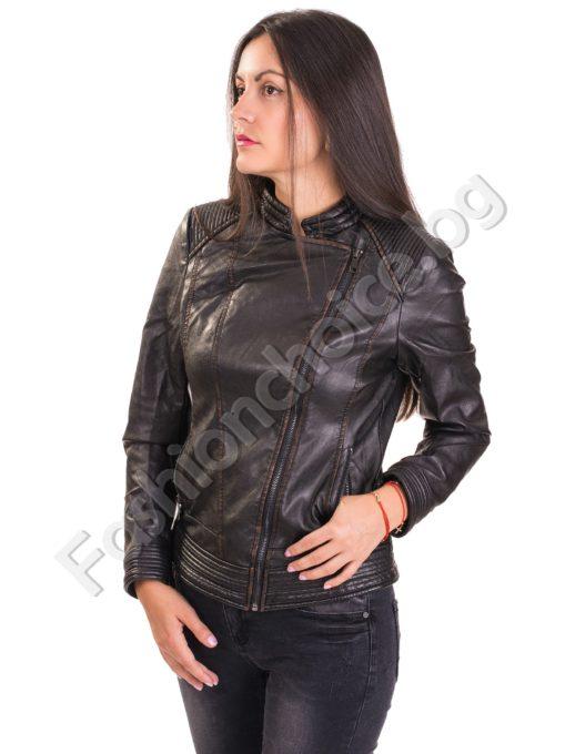 Актуално дамско кожено яке с асиметричен цип