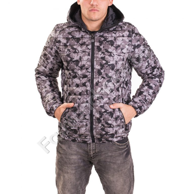 Мъжко яке в актуален камуфлажен десен