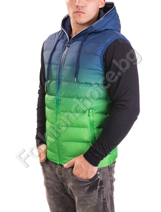Мъжка грейка с качулка в преливащ зелено-син десен