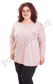 Кокетна и мека дамска блуза с джобче и пухче/големи размери/