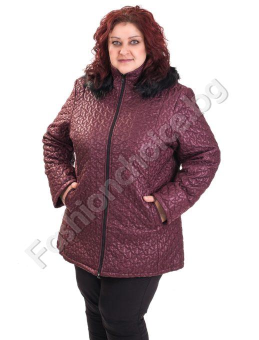 Плътно дамско яке от релефен шушляк с качулка за макси дами