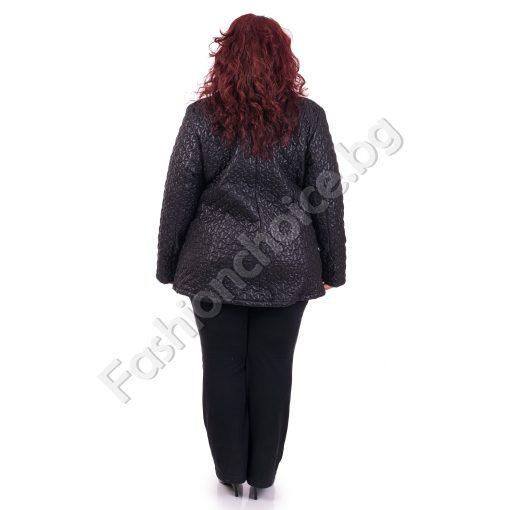 Красиво плътно дамско яке от релефен шушляк за макси дами