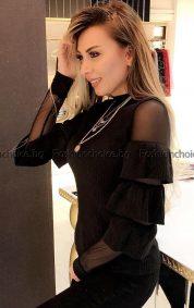 Кокетна дамска блузка с тюл