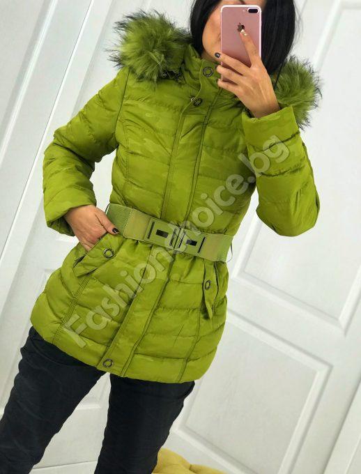 Изящно зимно дамско яке с камуфлажен ефект и коланче