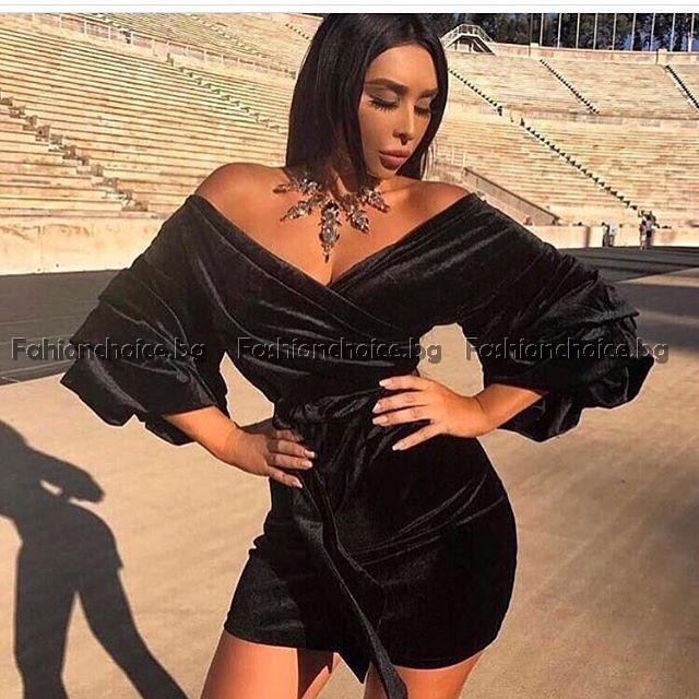 Секси дамска черна рокля с ефектен ръкав
