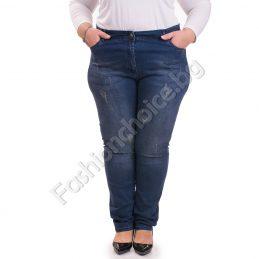 Ефектни дамски дънки с фабрично надран ефект /големи размери/