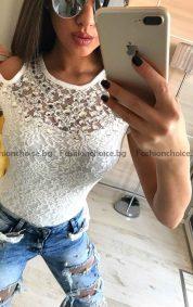 Уникална блузка с бляскави камъчета на деколтето