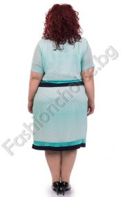 Прекрасна макси рокля от нежен шифон на точки със златиста брошка