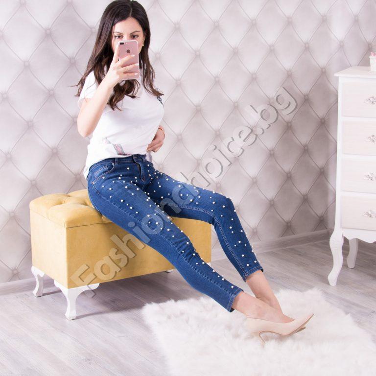 Кокетни дамски дънки с модна декорация