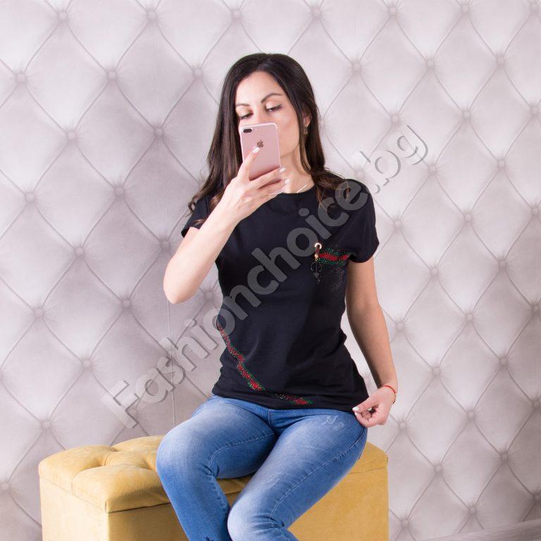 Спортна дамска блузка с блестящи елементи в черно и бяло
