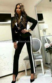 Стилен дамски костюм в черно- бял десен с кант